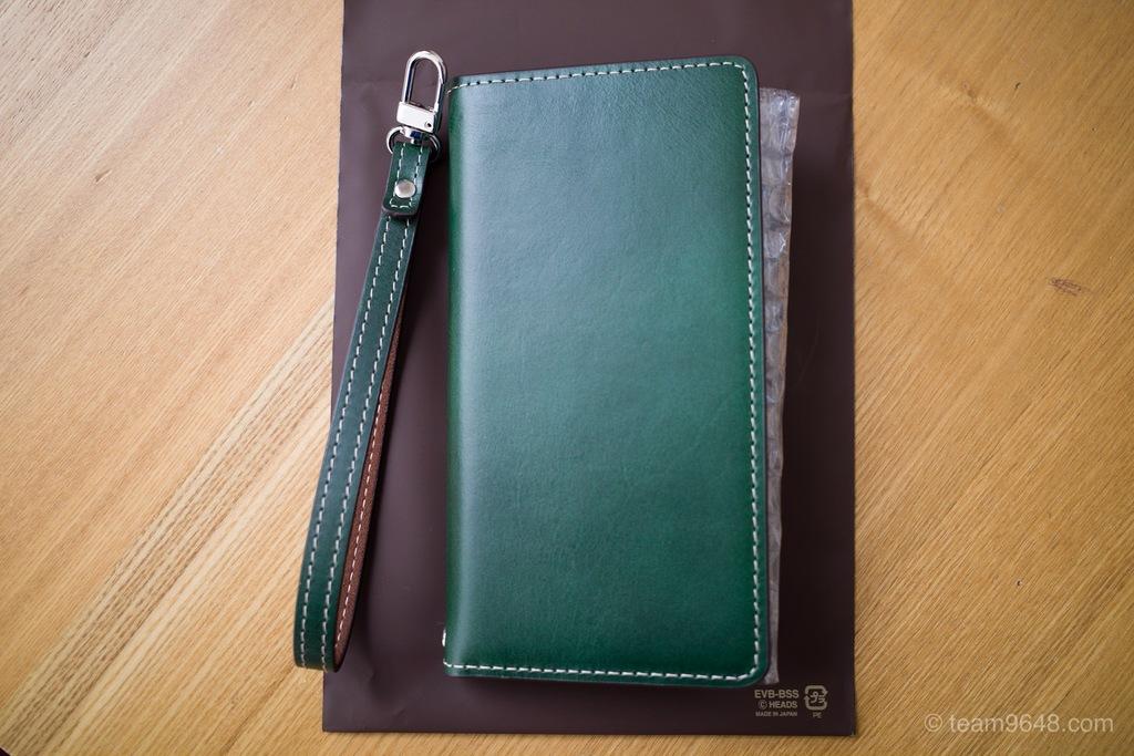 手帳型で磁石不使用のスマホケースをやっとみつけた。